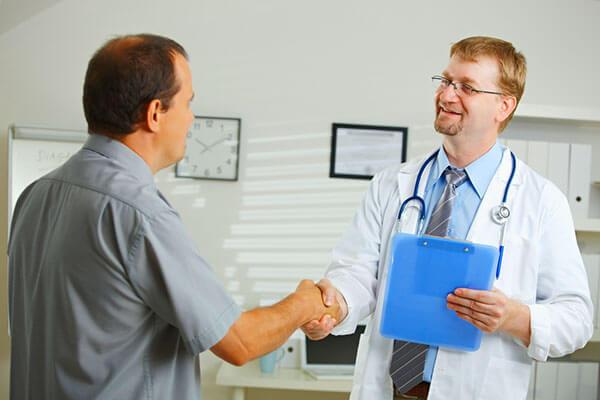 При любых ощущениях боли в прямой кишке обращайтесь к доктору