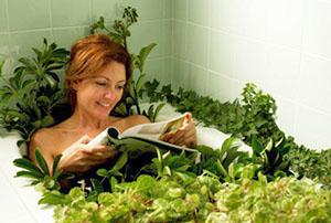 В начальной стадии заболевания острую боль снимет ванна с лечебными травами