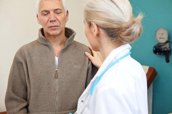 Методику лечения геморроя назначает доктор