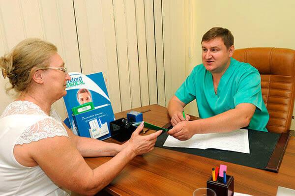 Лечение геморроя Гепариновой мазью назначает доктор
