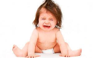 Обратите внимание, если ребенок жалуется на боль и капризничает после дефекации