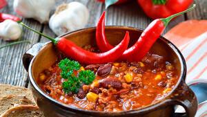 Чрезмерное увлечение острой пищей приводит к развитию проктита