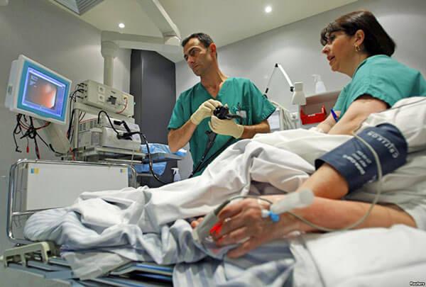 Проводится колоноскопия кишечника