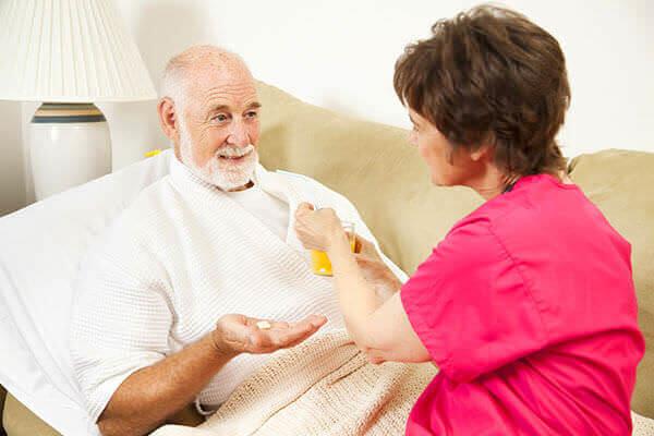 При обострении геморроида больного следует уложить в постель