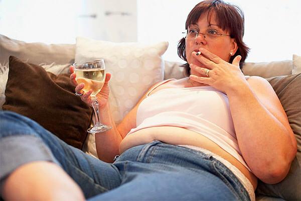 При геморрое увлечение алкоголем и сигаретами недопустимо