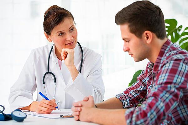 Выяснить причину развития геморроида поможет врач проктолог