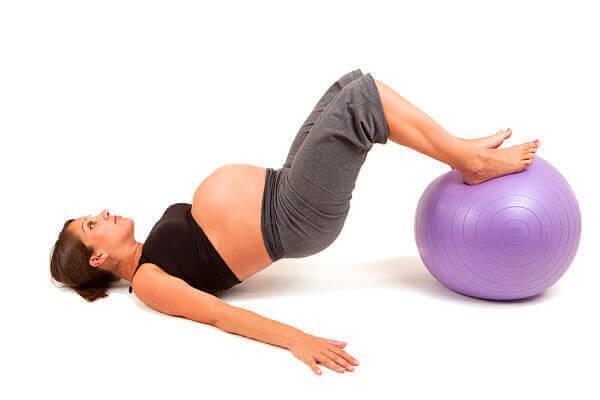 Специальные упражнения помогут в родовой деятельности