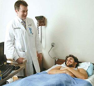 После операции больному рекомендуют постельный режим в течении суток