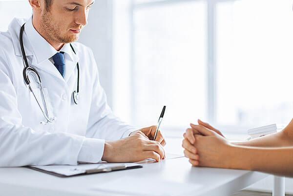 Программу реабилитации назначает доктор