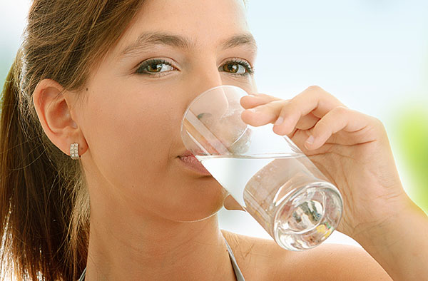 Стакан чистой воды перед едой поможет работе желудка