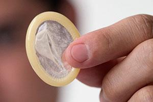 Контрацептив защитит партнера от попадания инфекции в анальное отверстие