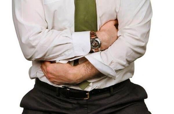 Боли внизу живота и анусе сигнализируют о заболевании прямой кишки