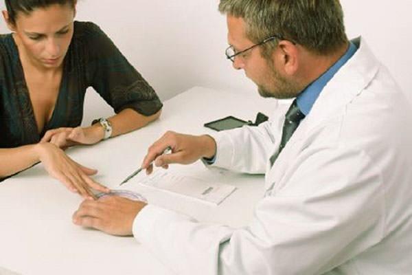 При любых недомоганиях в области живота необходимо обратиться к врачу