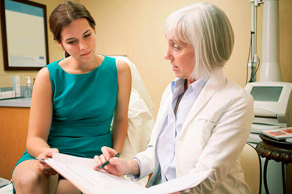 Обращение к доктору при первых симптомах болезни поможет избавиться от нее навсегда