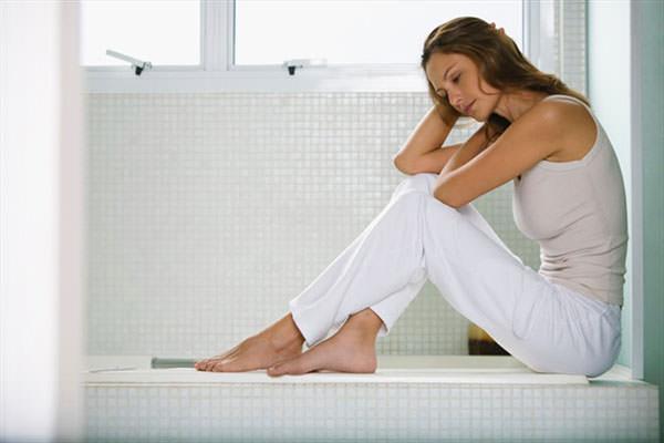 Дискомфорт после дефекации, зуд и боль - симптомы развития геморроя