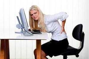 Длительное сидение за компьютером может стать причиной развития геморроя