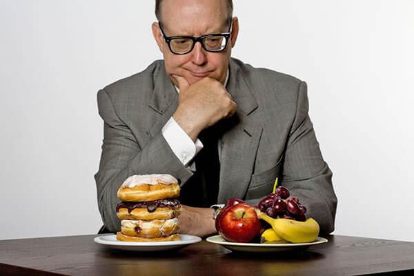 Неправильное питание приводи к нарушениям в ЖКТ и развитию геморроя