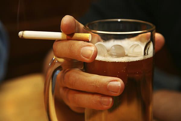 Алкоголь и сигареты причиняют вред всему организму
