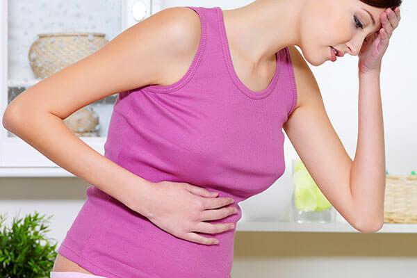 При боли в животе и заднем проходе, частых запорах необходимо посетить кабинет проктолога