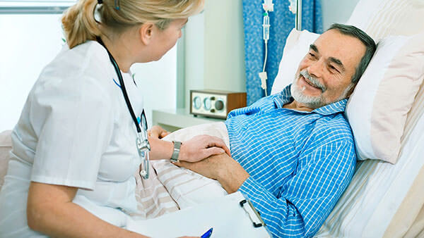 После операции больному лучше находиться в стационаре под наблюдением врачей