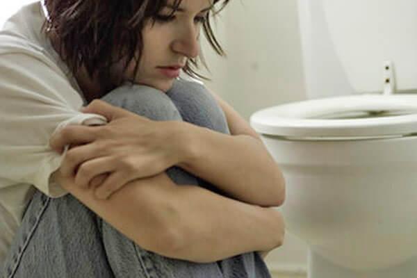 Нарушение стула, боль, зуд, жжение в заднем проходе сигнализируют о проктологических проблемах