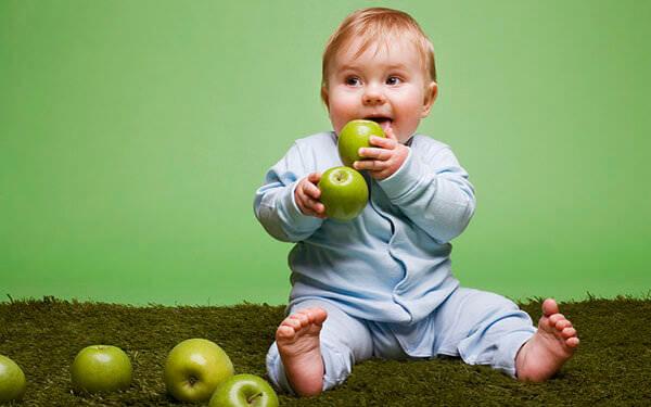 Метилурациловую мазь и свечи не назначают малышам до трех лет