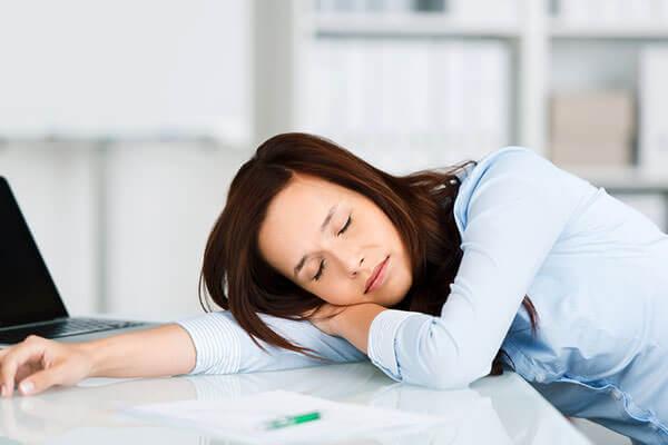 Один из первых признаков беременности - сонливость