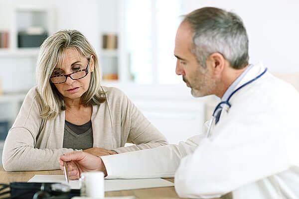 После проведения обследования доктор подбирает препараты для проведения терапии