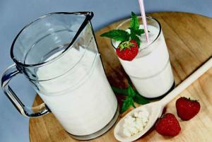 Больным после операции на прямой кишке рекомендуют употреблять кефир и йогурт