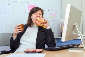 Сидячая работа и неправильное питание увеличивают риск развития геморроя
