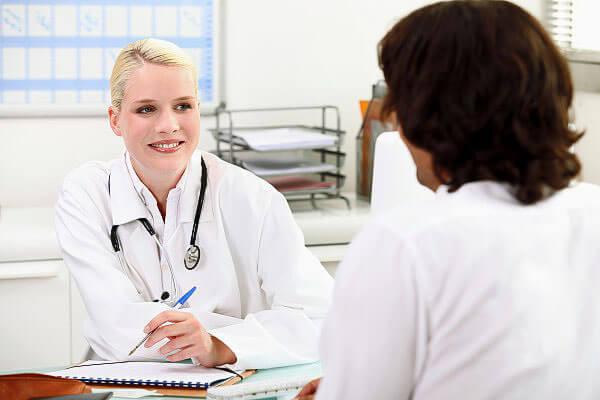 Медикаментозное лечение геморроя назначает проктолог после проведения обследования