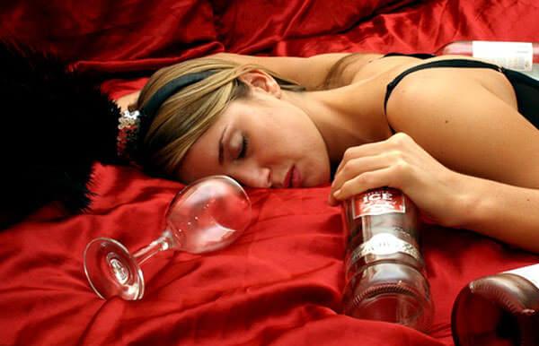 Чрезмерное потребление алкоголя приводит человека в группу риска развития геморроя