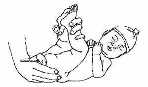 Ректальное измерение температуры у младенца