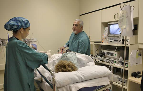 Колоноскопия позволяет установить т очный диагноз болезни кишечника