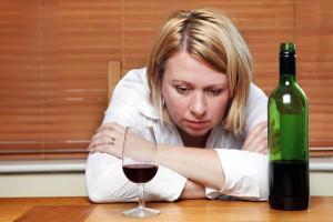 Чрезмерное увлечение алкоголем приведет к развитию геморроя