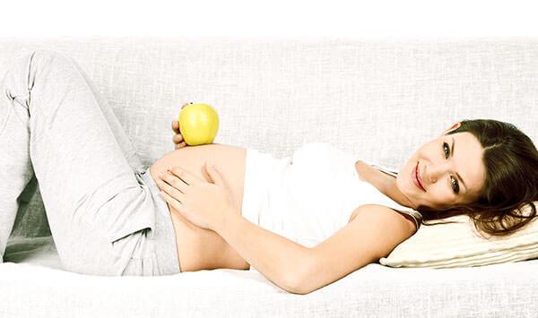 Появление геморроя у беременных провоцируют гормональные изменения и набор дополнительного веса