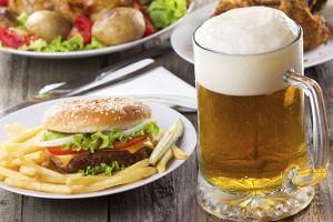 Неправильное питание грозит мужчине ожирением, нарушением стула и развитием геморроя