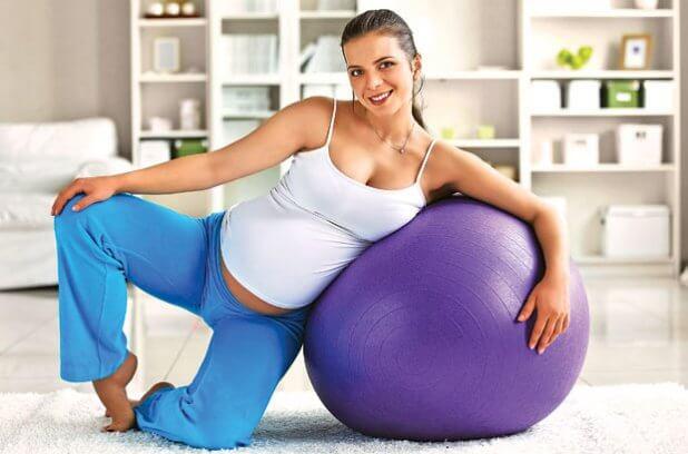 Беременная и мяч