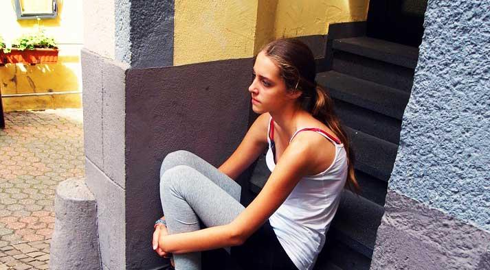 Девочка в раздумьи